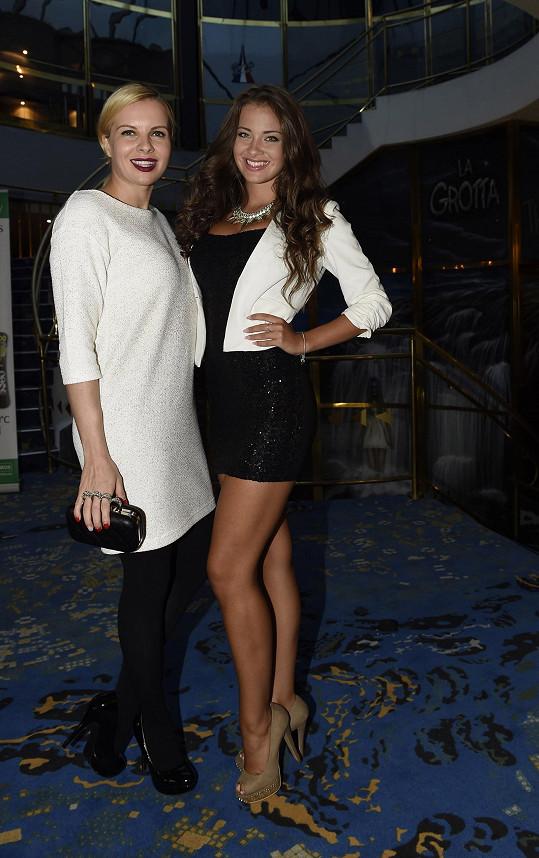 Kateřina Kristelová s úřadující Miss Junior Andreou Žiačikovou. Moderátorka je patronkou soutěže pro letošní ročník a čeká ji výběr nových krásek.