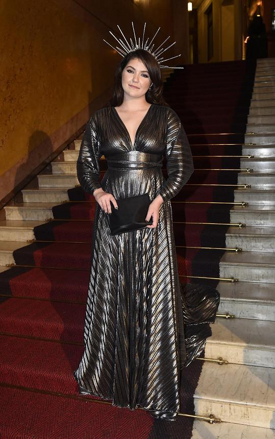 Zpěvačka Celeste Buckinhgam se oblékla do šatů od slovenské návrhářky Emmy Klein.