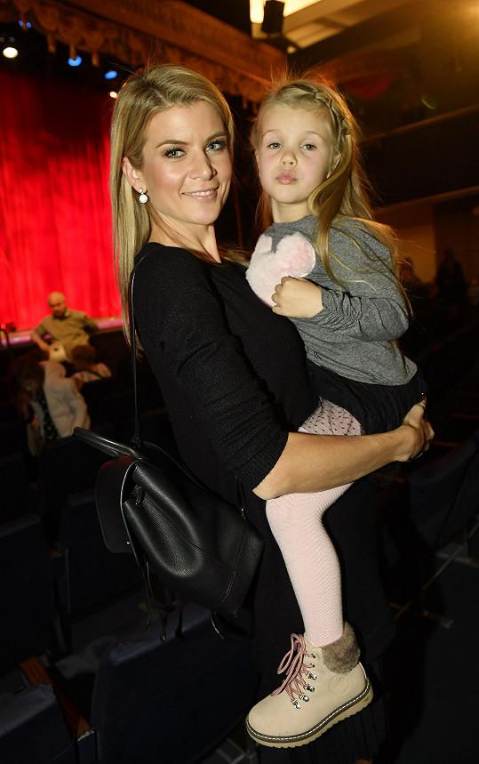 Rodinné představení Kocour v botách se líbilo zprávařce Ivetě Vítové a její dceři Anetce.