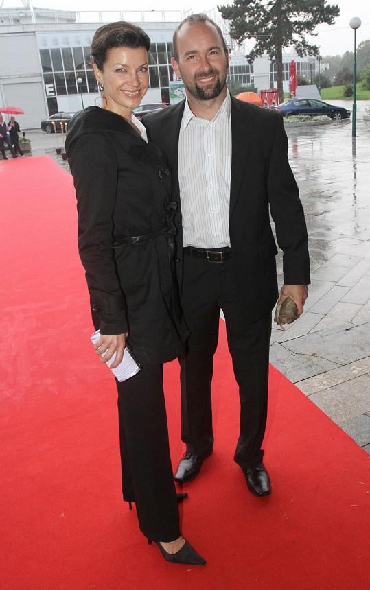 Aleš Valenta s manželkou Elen na premiéře Fantoma opery