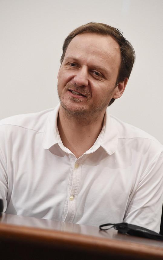 Manžela Boženy Němcové hraje Jan Hájek.