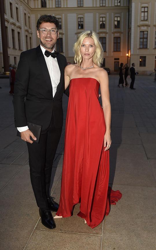 S manželkou Veronikou má malého syna.