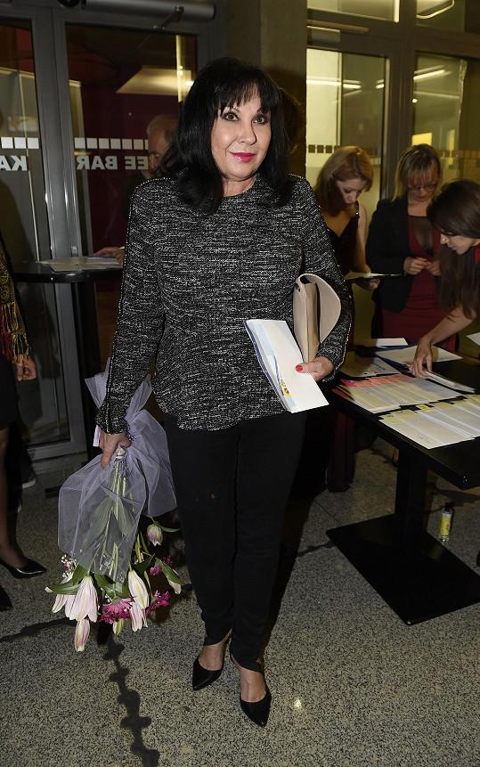 Dagmar Patrasová dorazila na premiéru Doktor Ox bez doprovodu.