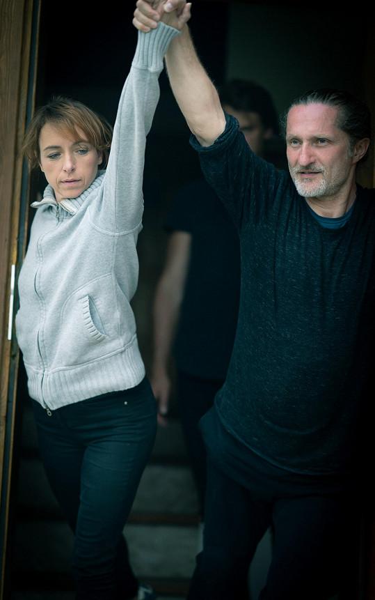 Táňa při tréninku s tanečníkem Janem Kodetem
