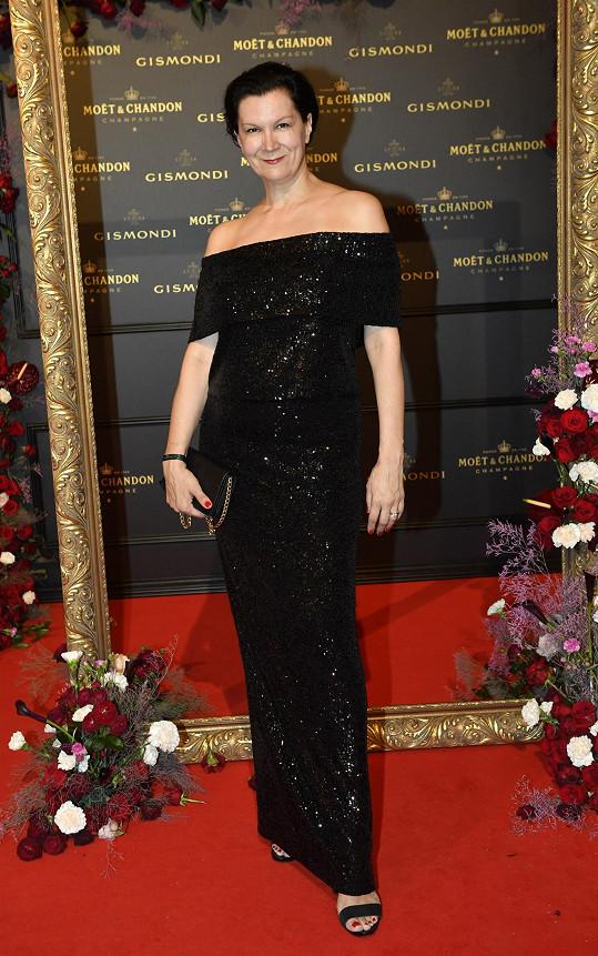Táňa Kovaříková si sama navrhla šaty na poslední chvíli.