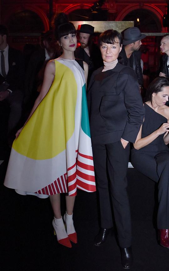 I poslední den zvolila Liběnu Rochovou (návrhářka na snímku) a její Oděvní partitury. Kolekce je inspirovaná díly malířů Milana Grygara a Zdeňka Sklenáře.