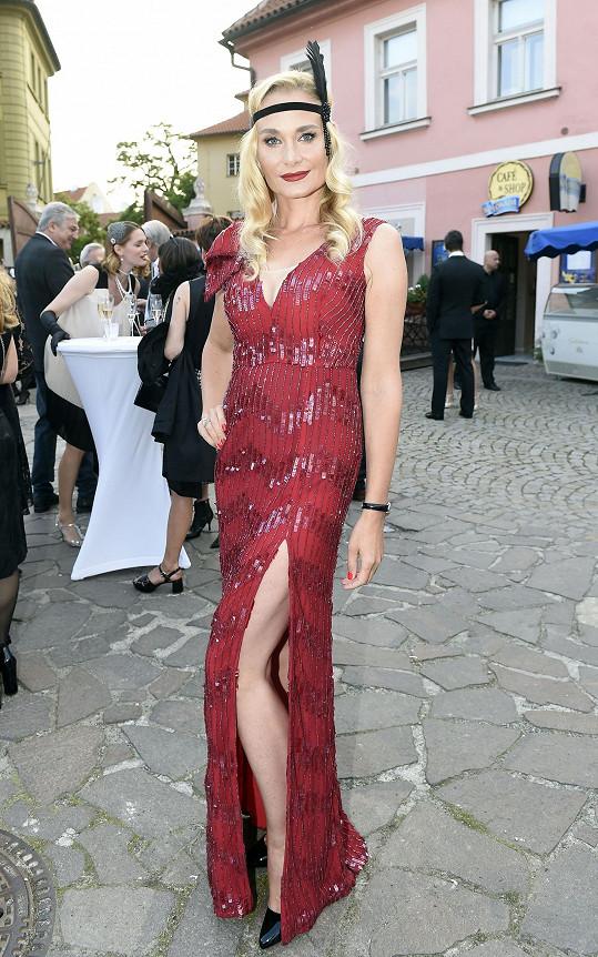 Lucie na párty podnikateky Tamary Kotvalové ve stylu 20. let