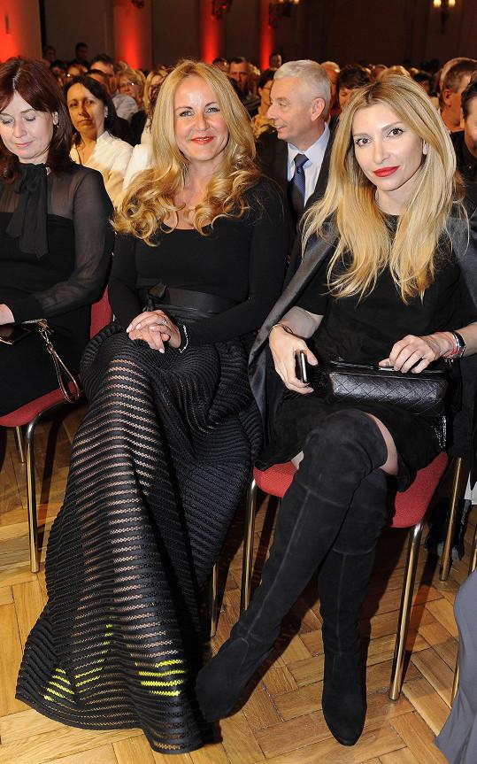 S návrhářkou Ivanou Mentlovou na koncertě pro Milana Wolfa