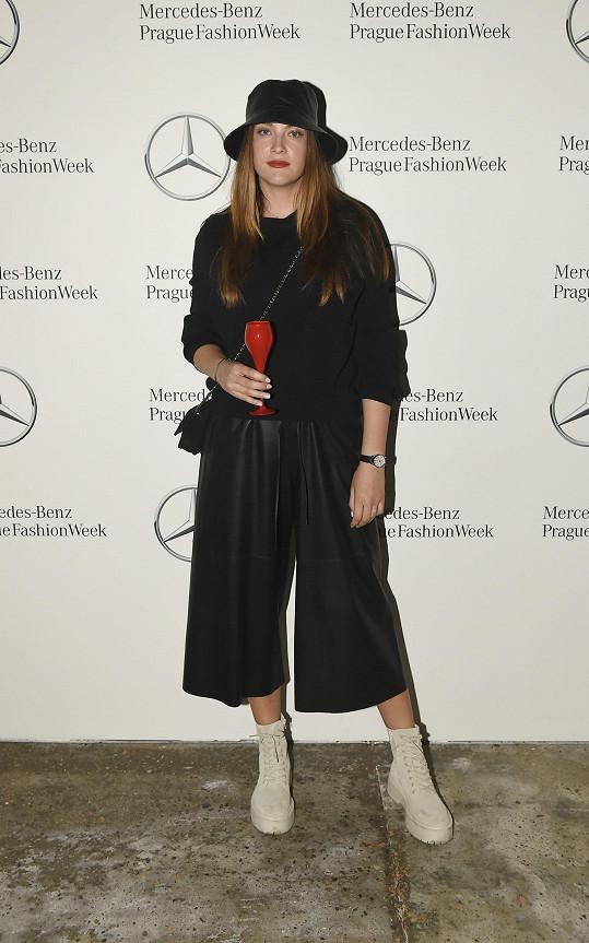 Po návratu do civilizace ladila outfit na týden módy.