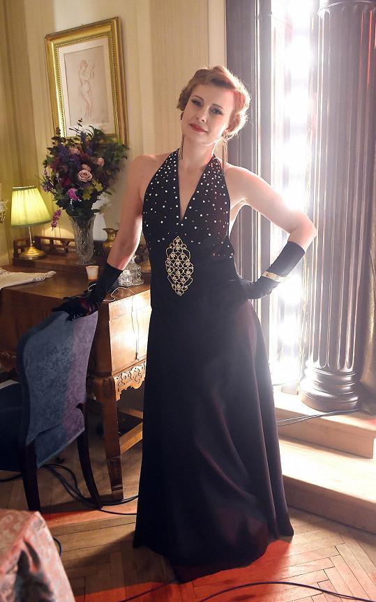 Z modelu vytvořeného kostýmní výtvarnicí Míšou Hořejší byla herečka nadšená.