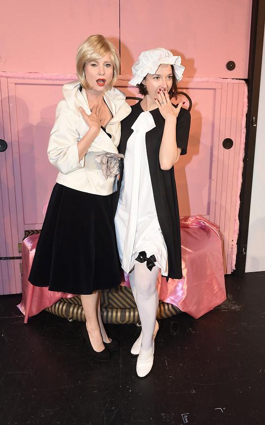S Jitkou Schneiderovou dováděla na kostýmní zkoušce.