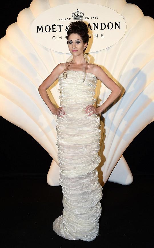 Nejpovedenější a nejnápaditější model večera předvedla blogerka Ina Tina. Navrhla ho Liběna Rochová.
