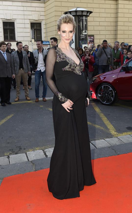 Barbora Vida je v devátém měsíci.