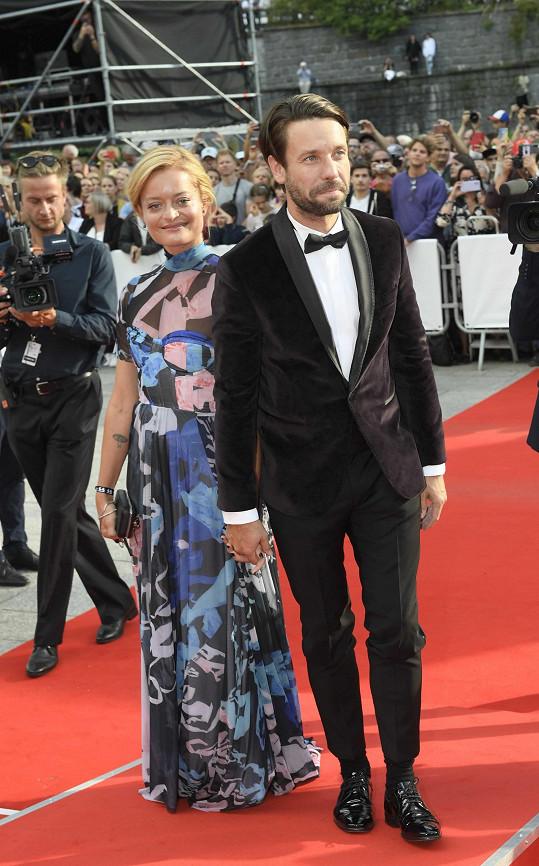 Václav Neužil s manželkou Lenkou, ta zvolila model Leeda.