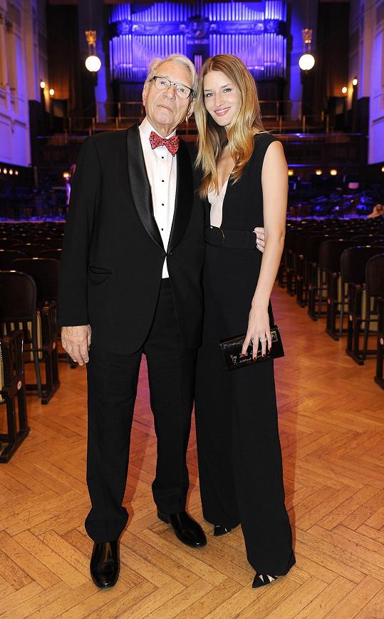 Už potřetí uspořádala topmodelka dědečkovi Vadimu Petrovovi koncert v Obecním domě.
