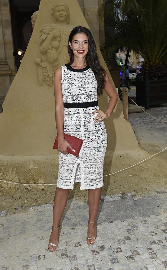 Oblékla se do značky Trussardi Jeans, která je v portfoliu Premium Fashion Brands, pro niž pracuje jako country manažerka.
