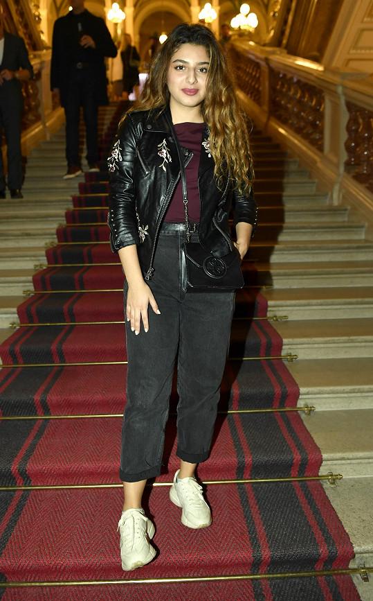 Mladá zpěvačka Diana Kalashová