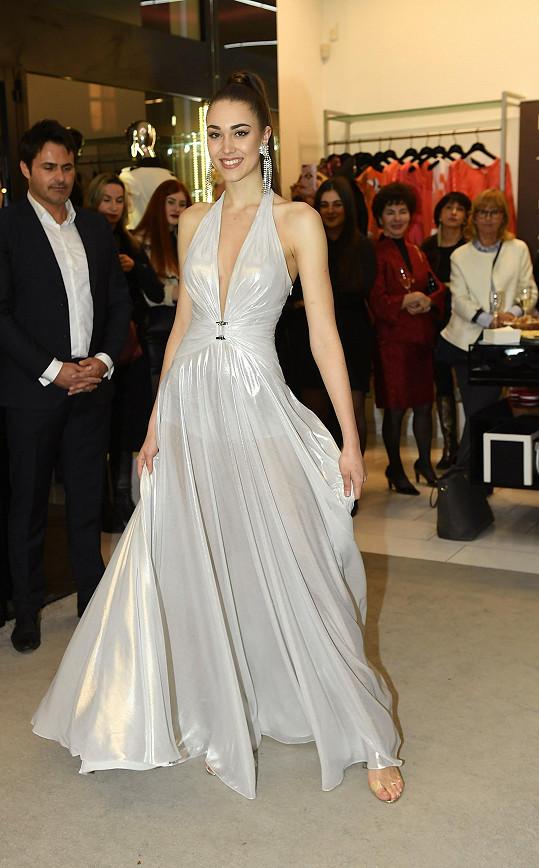 Tyhle šaty vynesla na finále Miss Czech Republic.