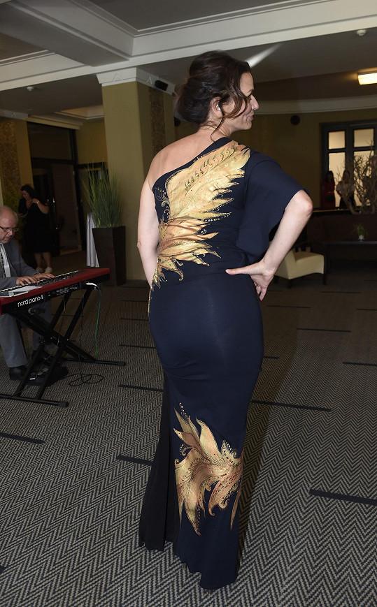 Takhle vypadá model, který předvede i v rámci Top Fashion Weeku v Karlových Varech, zezadu.