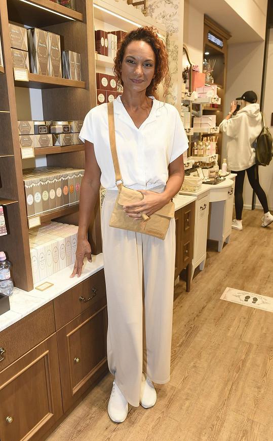 Lejlu Abbasovou jsme potkali na otevření obchodu s izraelskou kosmetikou.