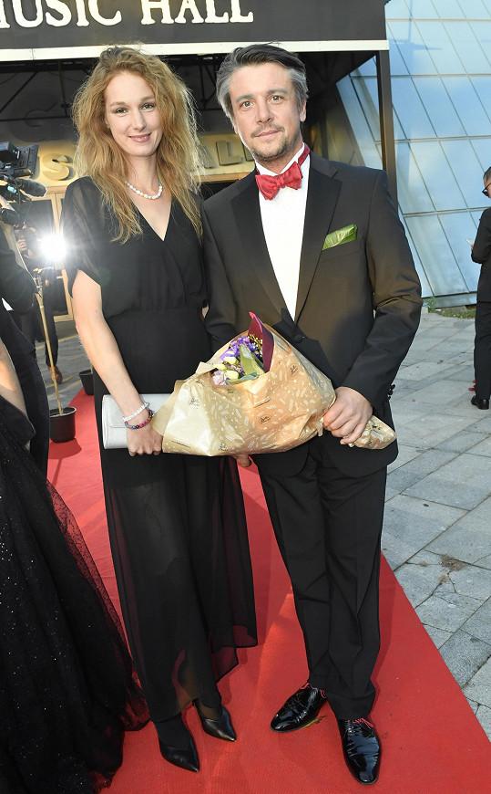 Josefína s partnerem, hercem Ondřejem Kavanem
