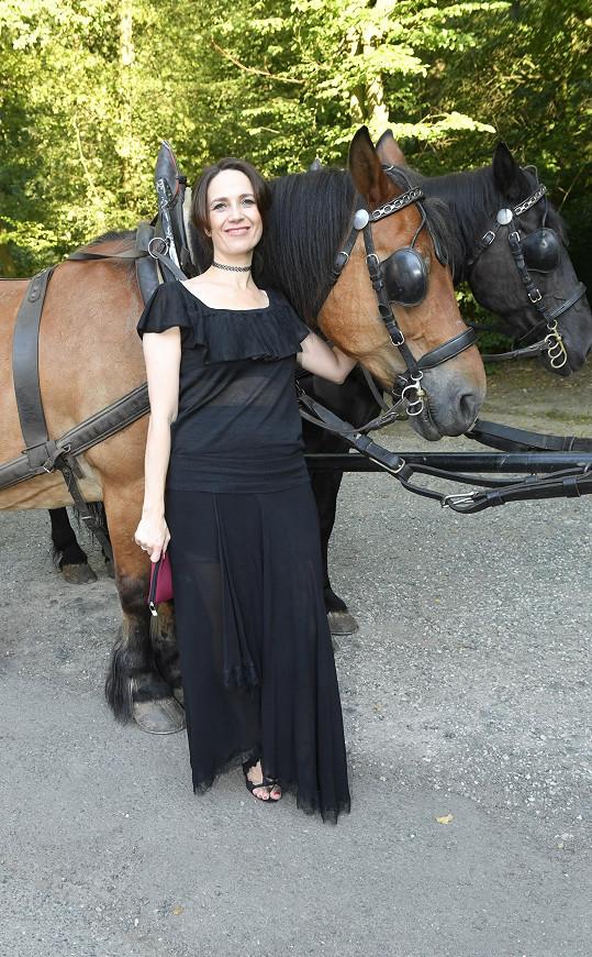 Tereza při focení s koněm