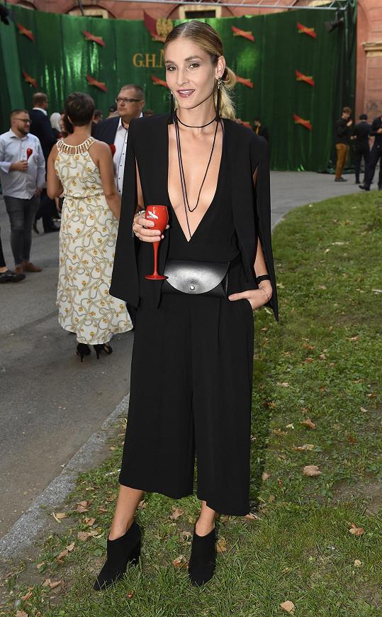 Na fashion weeku Petrišková pózovala výjimečně mimo molo.