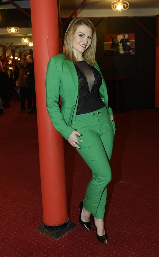 Převlékla se ale opět do zeleného.
