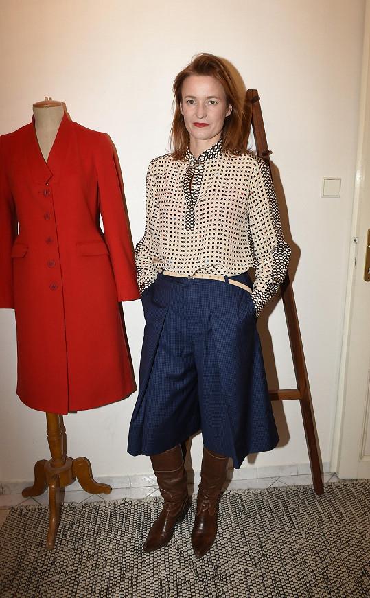 Během komorní přehlídky představila návrhářka kolekci pro podzim a zimu.