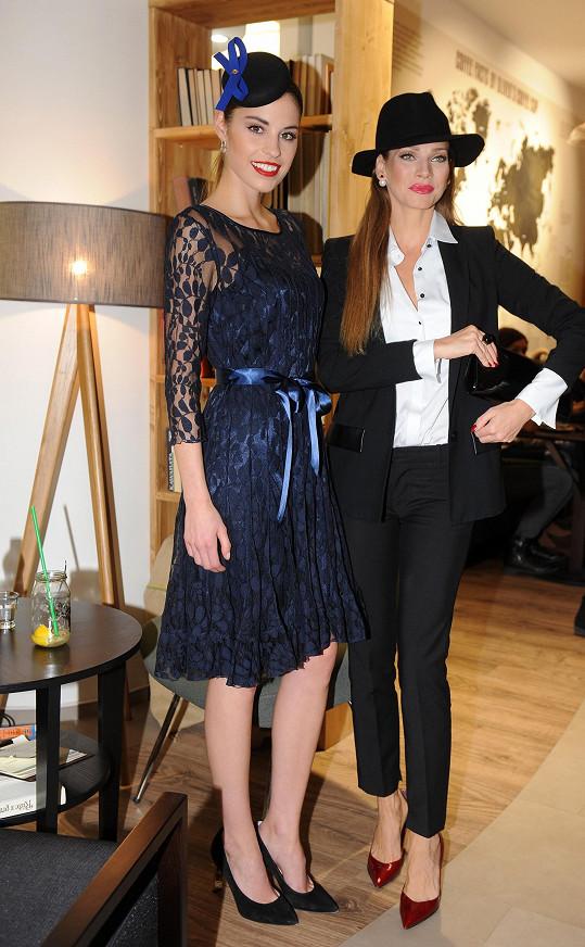 Tereza s Andreou Verešovou, která také hodně pracuje v zahraničí.