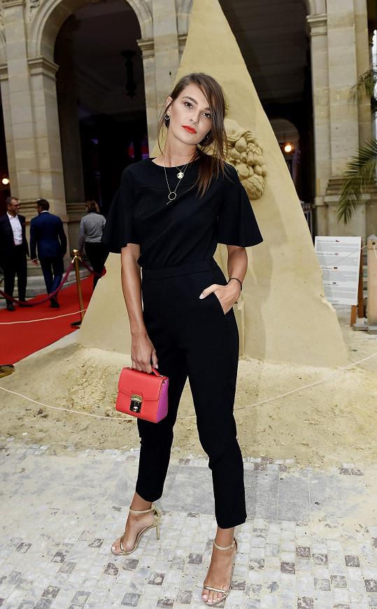 Nikol splnila dress code v modelu z portfolia z Premium Fashion Brands na výbornou.
