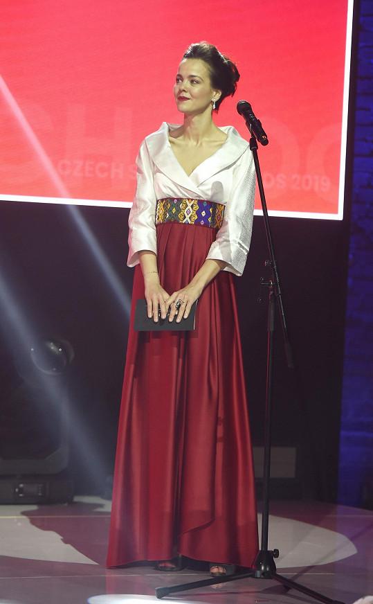 Druhý outfit doplnila Lilia páskem vyrobeným z látek, které nakoupila v Bhútánu.