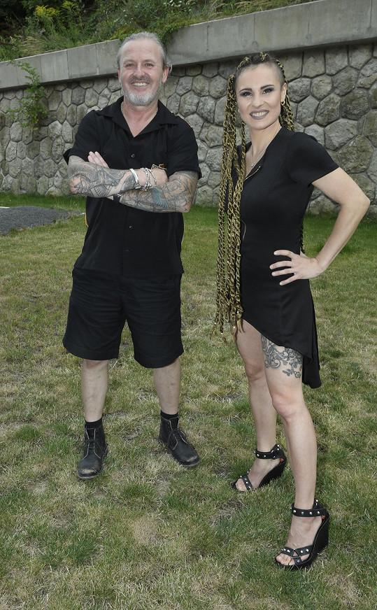 Pepa s kytaristkou Terezou Rays alias Electric Lady, v jejímž klipu si zahrál.