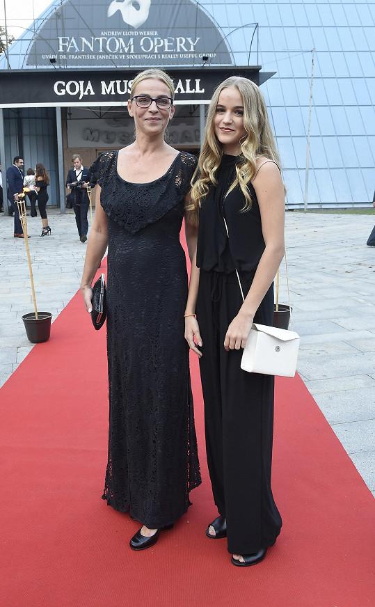 Lucie Zedníčková s dcerou Amélií byly krásné a předpisové.