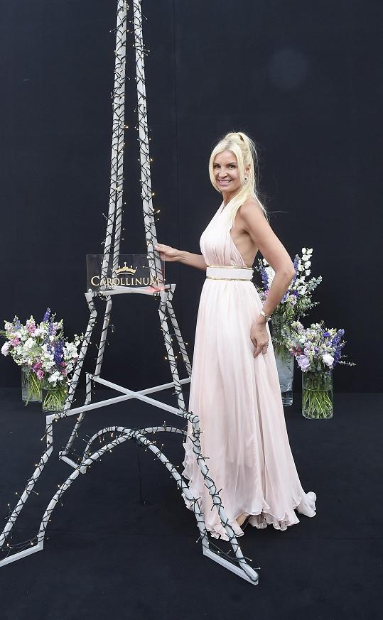 Tamara Kotvalová zvolila světle růžovou róbu Lanvin.