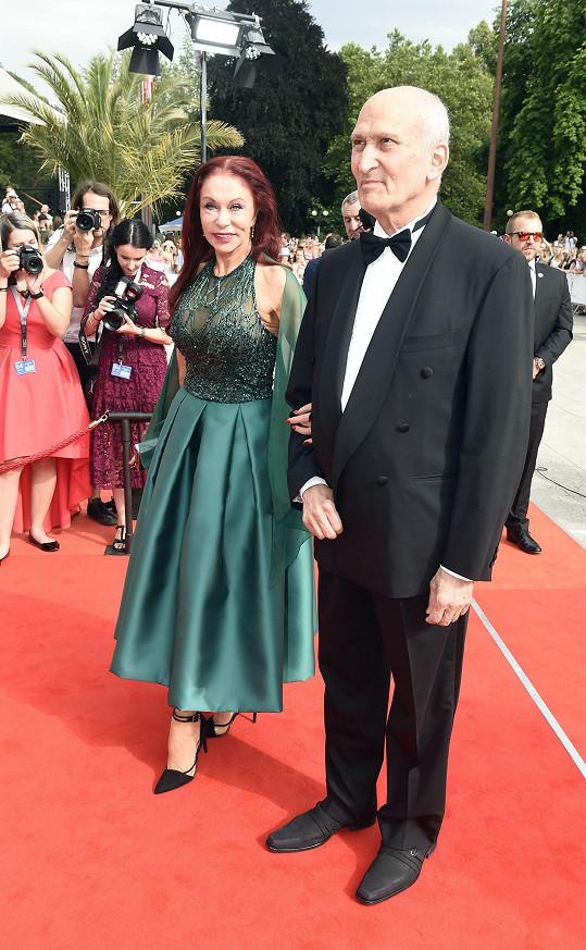 s manželem na zakončení filmového festivalu v Karlových Varech.