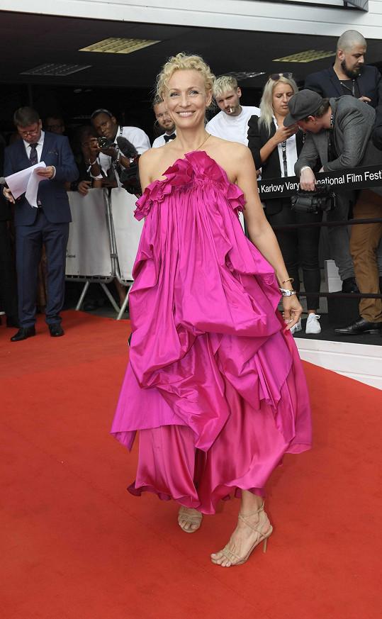 Bývalá modelka Martina Šmuková, která ve Varech zastupuje svoji nadaci Pink Bubble.