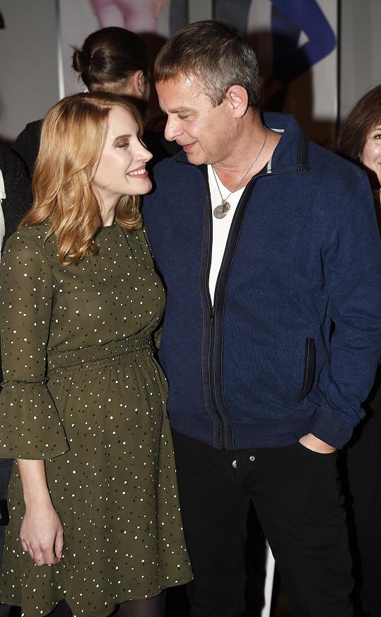 Její manžel Filip Renč bude u porodu.