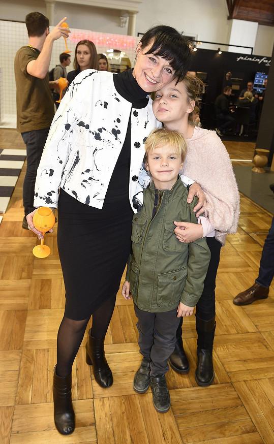 Liběna s vnoučaty