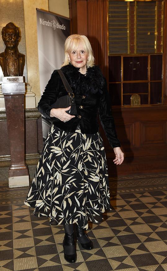 Helga Čočková zvolila dlouhou sukni.