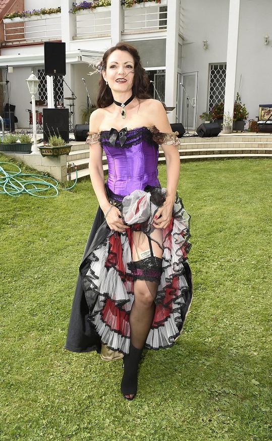 Alice ve svém kostýmu
