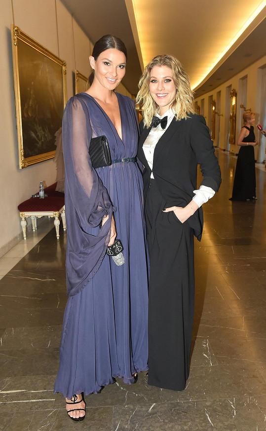 Na finále Schwarzkopf Elite Model Look byla Nikol pracovně. Točila s Kateřinou Klausovou reportáže pro Fashion TV.