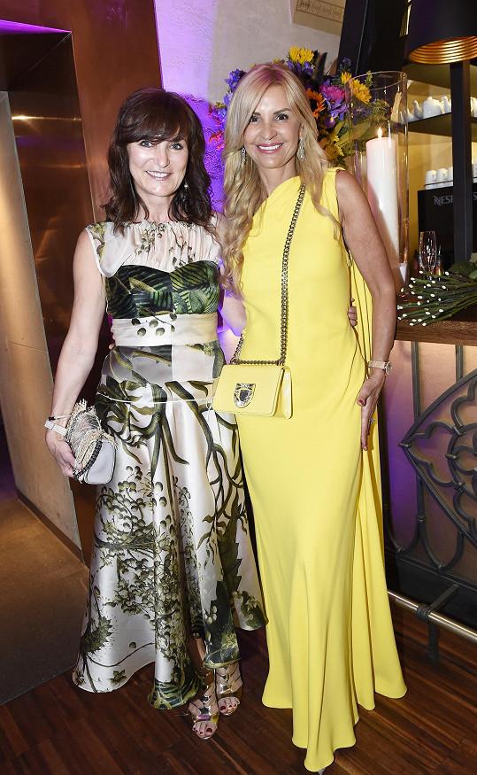 S hostitelkou večera Tamarou Kotvalovou dokazují, že i po padesátce mohou ženy skvěle vypadat.
