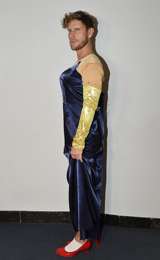 Na jevišti se objeví v Kvítku mandragory v dámských šatech.