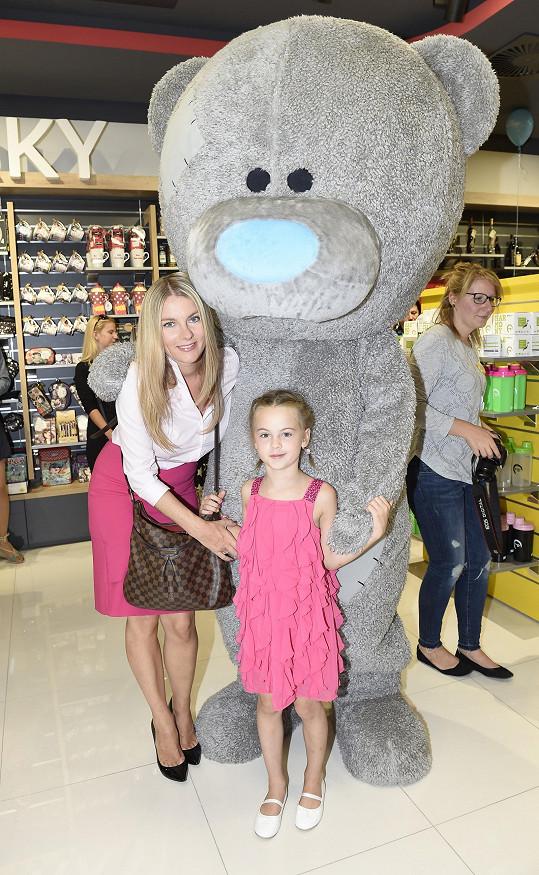 Dcera Karly Mráčkové jako by mamince z oka vypadla.