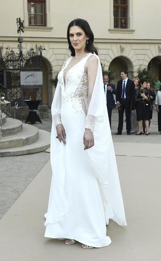 Aneta ve svatebních šatech zakončovala přehlídku.
