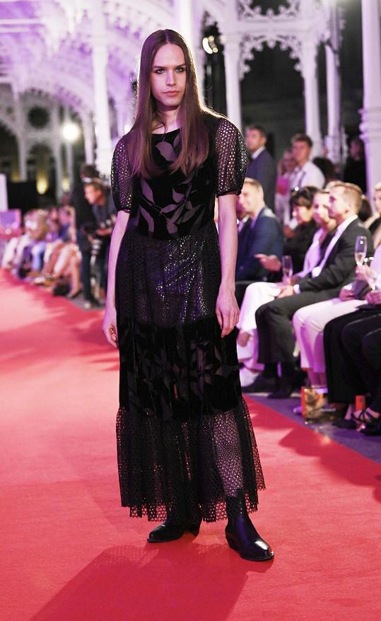 Návrhář Boris Král předváděl dámské šaty.