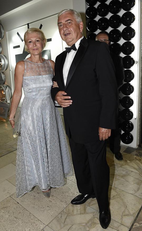 Na opening navrhla šaty i pro Zuzanu Donutilovou.