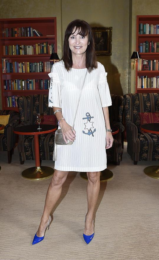 Beata Rajská představila střevíčky ke své nové kolekci i sama na sobě.