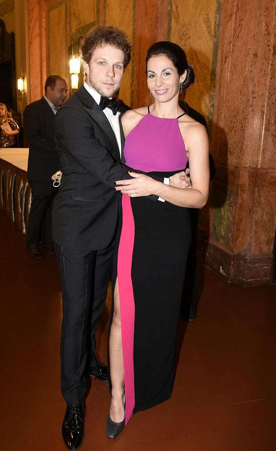 Na plese StarDance pózovala se svým někdejším tanečníkem Janem Onderem.